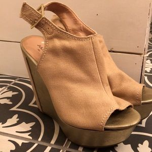 Sole Society wedges gold 6.5